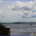 причал, у которого швартуются катера для перевозки пассажиров в ближайшие населенные пункты, а также прогулочные катера, которые приглашают совершить увеселительную прогулку к Амурскому мосту.